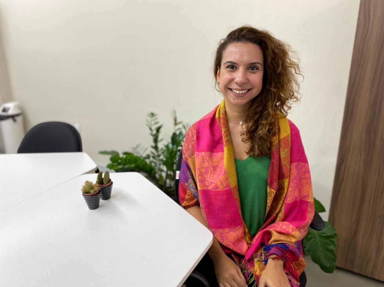 Diretora de Atenção à Saúde da FeSaúde, Stefânia Soares, destaca sucesso da estratégia Drive-Thru contra a Covid-19 em Niterói